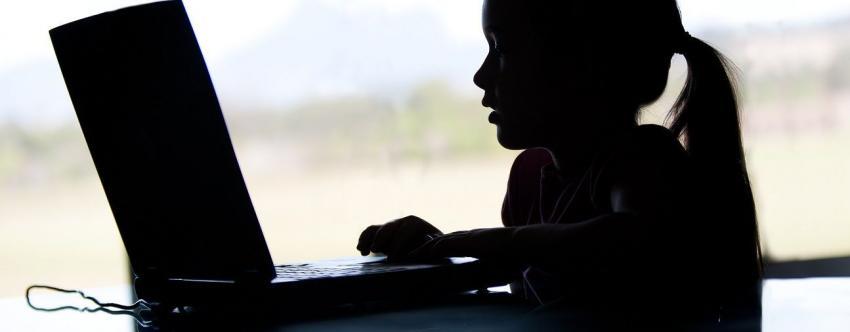 Οι περισσότεροι γονείς δεν ξέρουν τι κάνουν τα παιδιά στο διαδίκτυο
